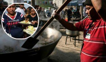 Chefs cocinaron paella navideña para miles de migrantes