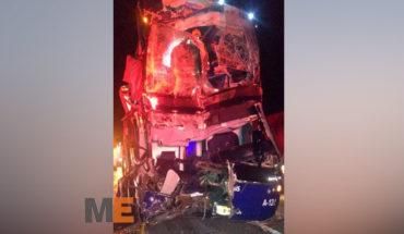 Choque entre autobús y tráiler en la Autopista de Occidente deja trece heridos