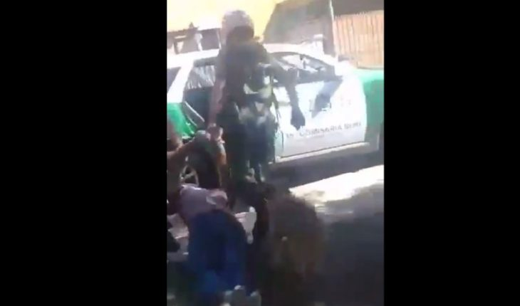 Dan de baja a carabineros que golpearon a joven que paseaba a su perro