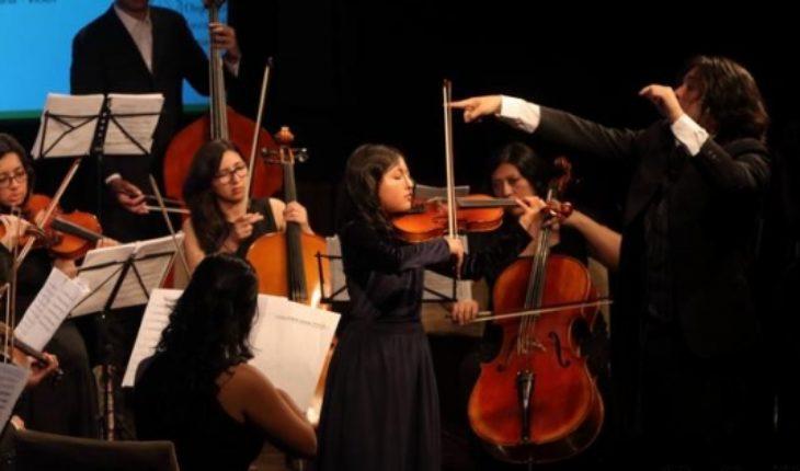 "Diego Carneiro director de Orquesta Joven de Ecuador: ""Queremos acabar con la xenofobia a través de la música"""