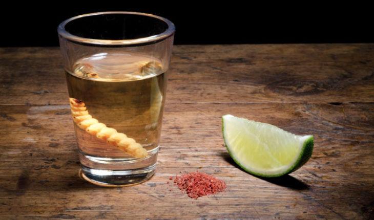 El mezcal, una de las bebidas más representativas de los mexicanos y particularmente de Michoacán