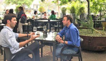 """Francisco Velasco, conductor de Euromaxx: """"Los chilenos pensamos que las cosas se hacen mejor en Estados Unidos o en Europa y no siempre es así"""""""