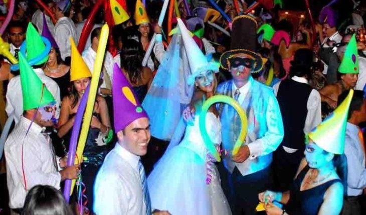 """Gobierno llama a celebrar """"sin cotillón"""" este Año Nuevo"""