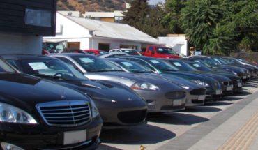Grupo armado elige 8 autos y los roba