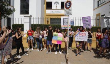 """Hicieron un """"pulserazo"""" en el colegio donde discriminaron a un alumno gay"""