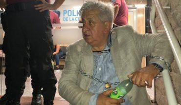 Julio Piumato se encadenó a una comisaría