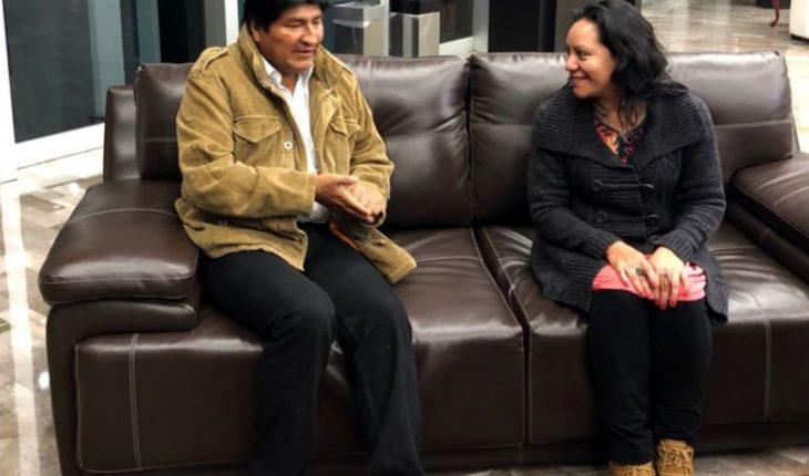 Llega Evo Morales a México para toma protesta de AMLO