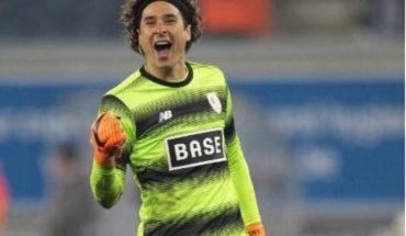 'Memo' Ochoa se vuelve figura y rescata el empate del Standard