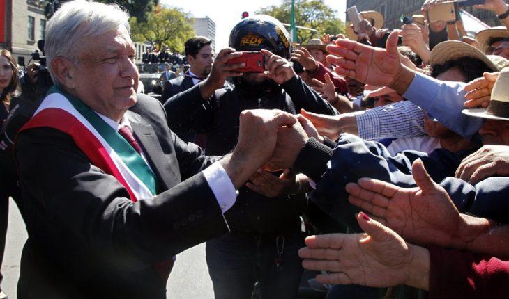 Nos entregan un país en quiebra, dice AMLO en el Zócalo