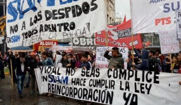 Protesta de trabajadores despedidos de SIAM en el Puente Pueyrredón