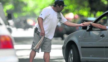 Qué dice la ley que prohíbe a trapitos y limpiavidrios en Buenos Aires