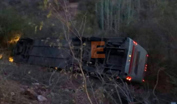 Vuelca autobús; mueren dos personas en Huamuxtitlán, Guerrero