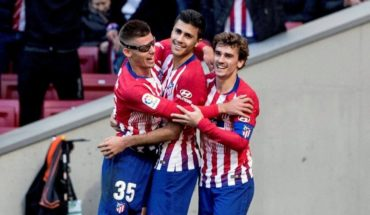 Atletico golea 3-0 to the native of Alava and tied to points leader Barcelona