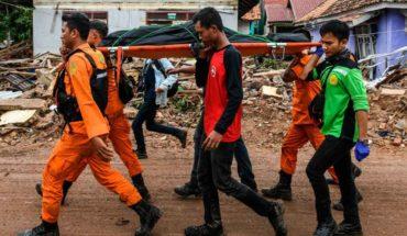 Aumentan muertos por tsunami en Indonesia al buscar supervivientes