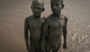 """Documental """"Flow"""": un viaje por por los ríos Ganges en India y Biobío en Chile"""