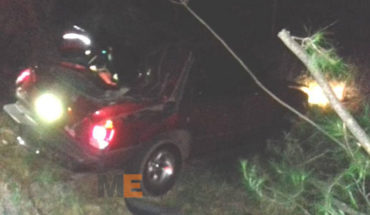 Fallece menor de edad en accidente carretero en Peribán, hay cuatro personas más lesionadas