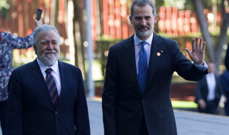 Galilea Montijo sported next to the King Felipe VI de España