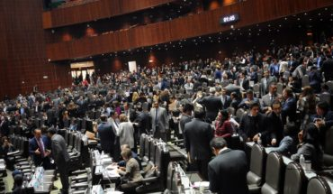 Imagen de diputados protestando por salarios está editada