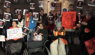 Personas con discapacidad protestan contra recortes en presupuesto de AMLO
