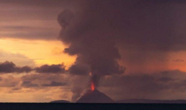 """Tsunami en Indonesia: al menos 222 muertos y 843 heridos tras la """"erupción de un volcán"""""""