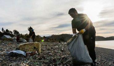 """""""Voluntarios Por El Océano"""": hoy comenzó el programa para limpiar las playas de Chile"""