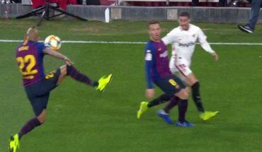 ¿Sí era penalti? Arturo Vidal enfurece al Sevilla por esta polémica jugada