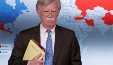 """""""5.000 tropas a Colombia"""": el llamativo mensaje en el cuaderno de John Bolton, consejero de seguridad de EE.UU., en medio de la crisis de Venezuela"""