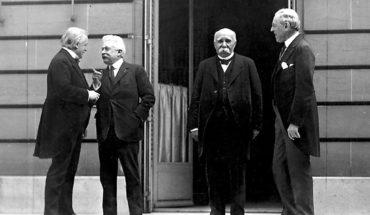 Consejo de los Cuatro durante la Conferencia de Paz de París de 1919. De izda. a dcha.: David Lloyd George (primer ministro de Gran Bretaña), Vittorio Orlando (primer ministro de Italia), Georges Clemenceau (primer ministro de Francia) y Woodrow Wilson (presidente de EEUU). Foto: Edward N. Jackson (US Army Signal Corps) (Wikimedia Commons / Dominio público).