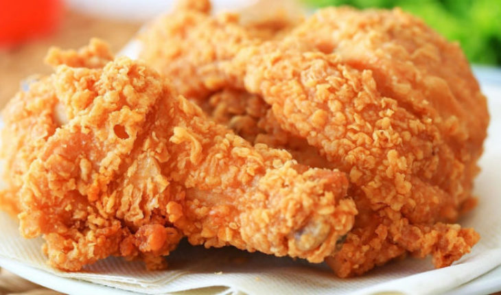 Consumir pollo frito aumenta 13 por ciento riesgos de muerte