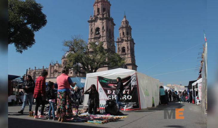 Cubiertos los pagos al magisterio michoacano, gobernador exige liberación de vías