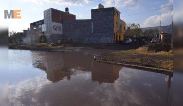 En Morelia, vecinos denuncian obra inconclusa e inundada en Los Fresnos