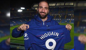 Gonzalo Higuaín fue presentado como nuevo jugador de Chelsea