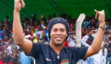 Justicia brasileña prohíbe a Ronaldinho salir del país por deuda millonaria