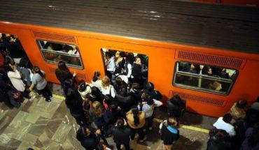 Lo golpean por hacer tocamientos a adolescentes en el Metro