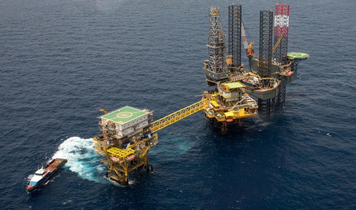 Pemex ha facilitado tomas clandestinas de petróleo