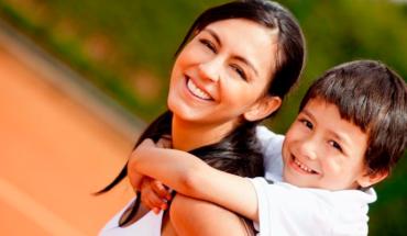 Una madre estricta augura una carrera exitosa para sus hijos, afirman investigadores