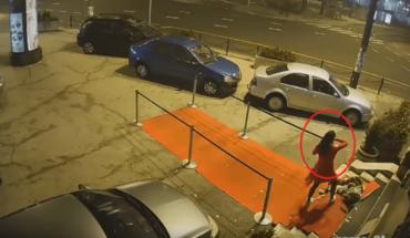 Video: Luchador salva a mujer que era brutalmente golpeada