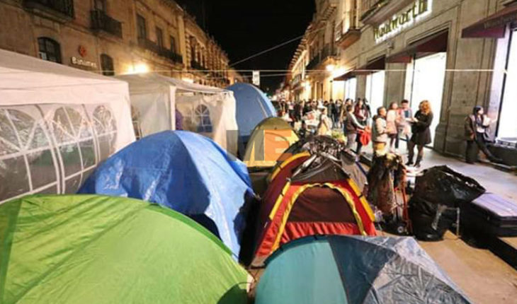 Despite payment, protests of the Magisterium will continue
