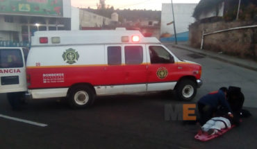 In Zitacuaro motorcyclist and peatona are injured after road accident