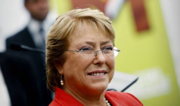 The ghost of Michelle Bachelet round La Moneda and the opposition