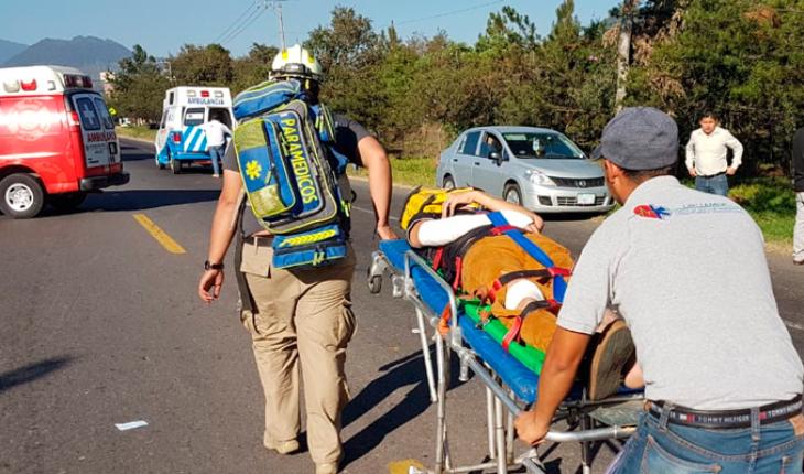10 estudiantes del Tecnológico de Uruapan quedan heridos en volcadura de camioneta