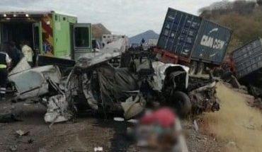 7 muertos y 4 heridos en choque de tráiler y camioneta en la Siglo XXI