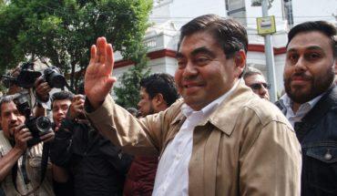 Barbosa se registra como precandidato al gobierno de Puebla