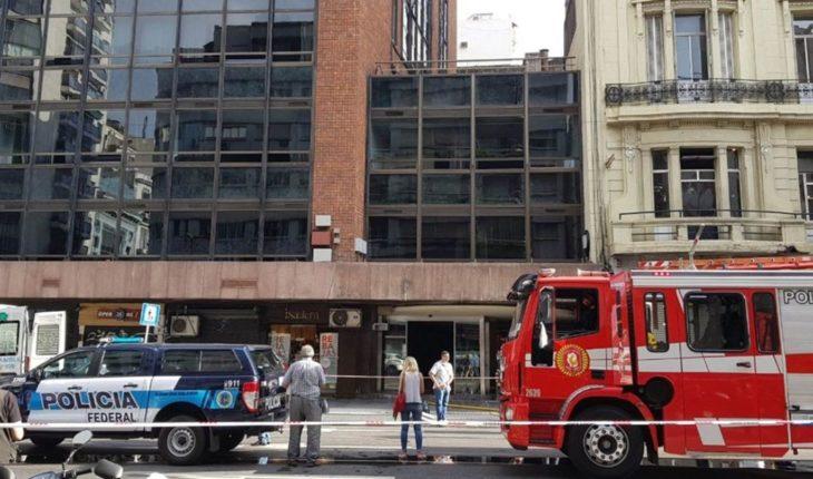 Detienen a un hombre por el incendio de un hotel donde murieron 5 personas