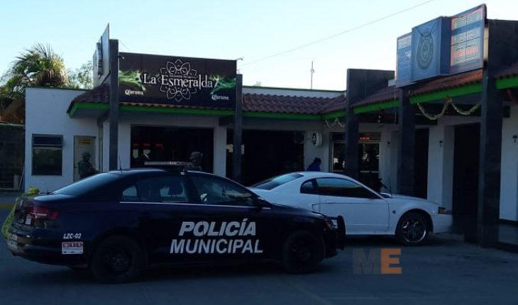 Dos hombres baleados en un bar de Lázaro Cárdenas, uno muere en un hospital y el otro está herido