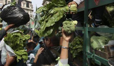 """El """"verdurazo"""" de los trabajadores de la tierra llega a la Plaza de Mayo"""