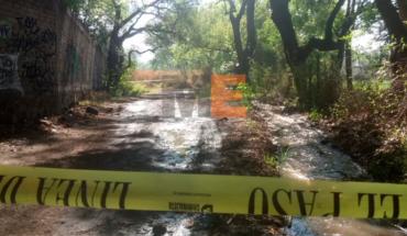 Encuentran encobijado el cuerpo de un hombre en una brecha de El Parián en Morelia, Michoacán