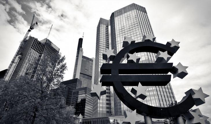Evaluando los riesgos geopolíticos para la economía europea. Imagen de la Eurotower con el símbolo del euro en Frankfurt (Alemania). Foto: Michael Scheinost (CC BY-NC-ND 2.0). Blog Elcano
