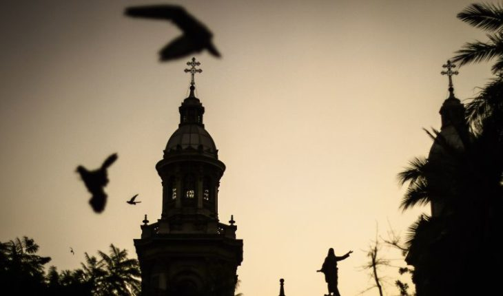 Ex obispo Francisco Cox llegó a Chile