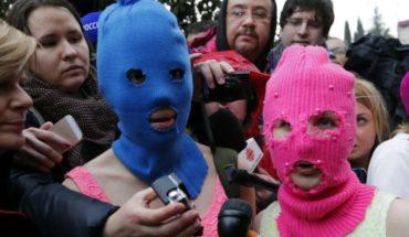 Integrantes del grupo de punk feminista Pussy Riot fueron expulsadas de un avión tras incidente